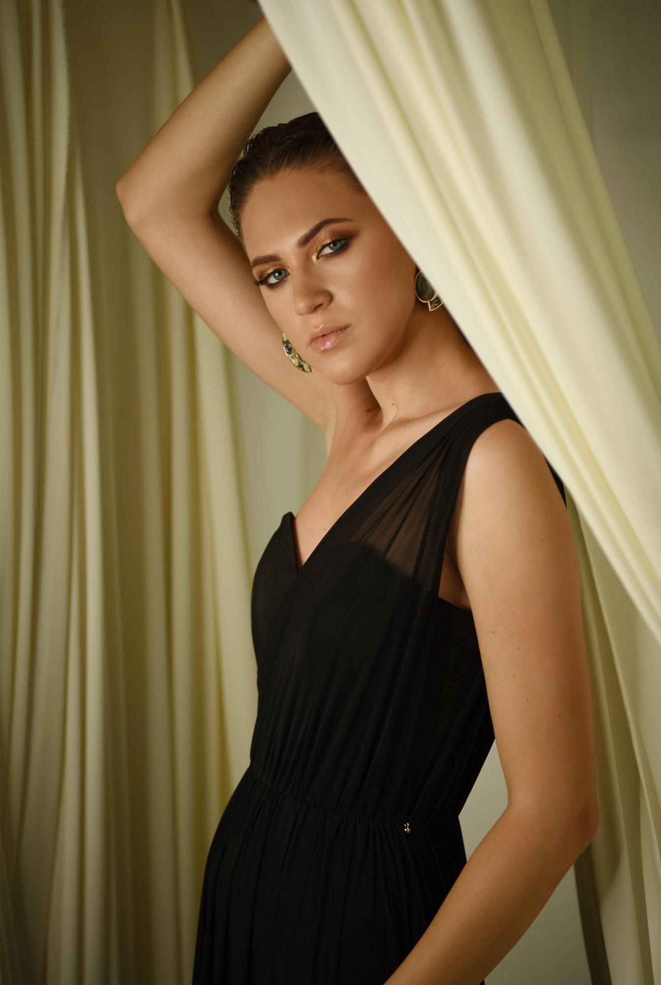 rochie eleganta, decolteu inima, croi evazat, fusta transparenta