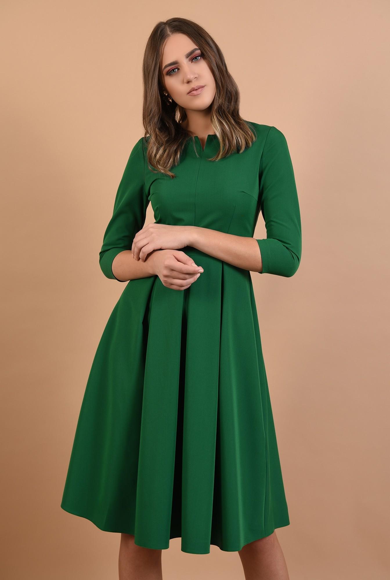 rochie midi, evazata, verde, cu pliseuri, fenta la decolteu, Poema
