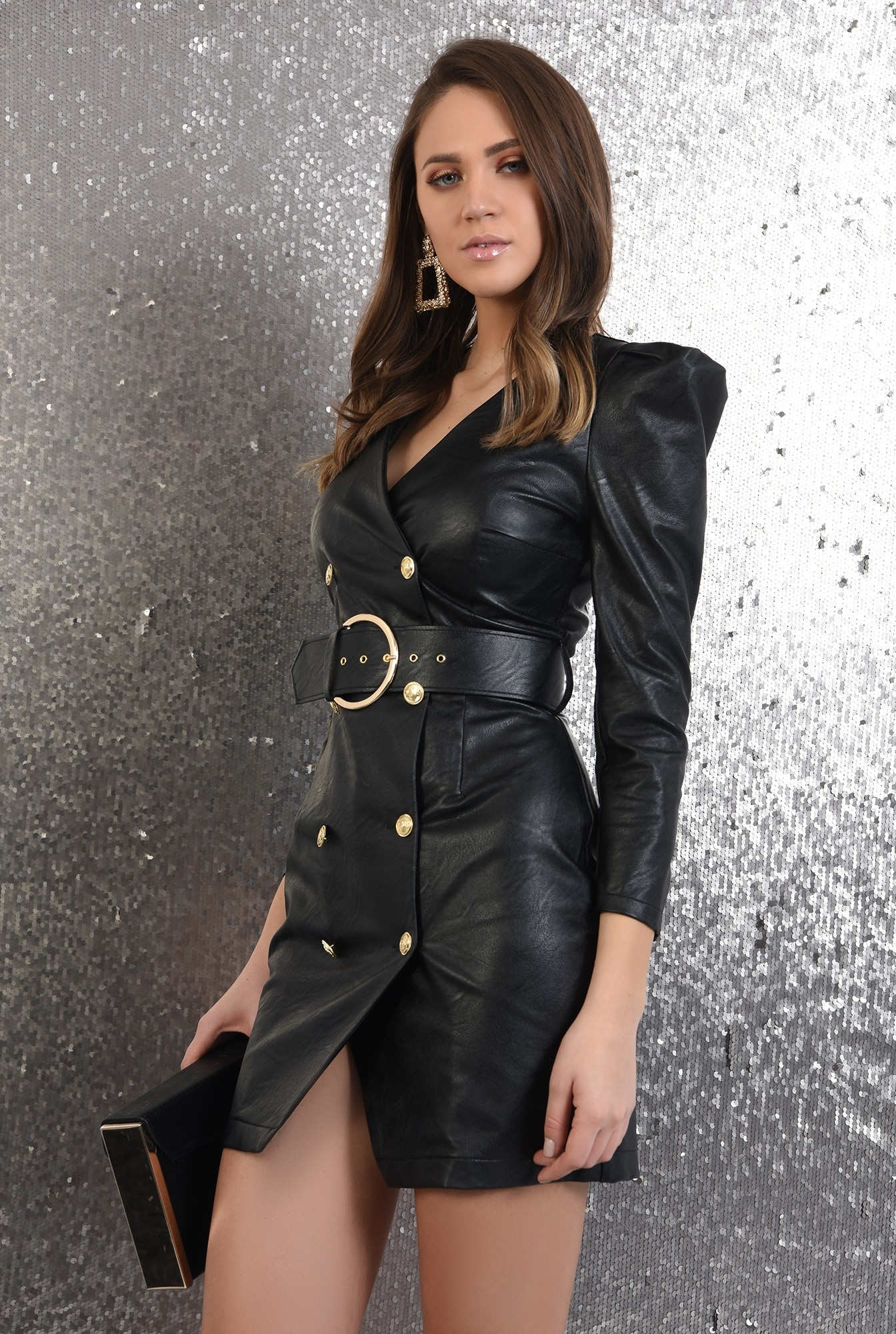 rochie neagra, scurta, cambrata, piele, cu centura