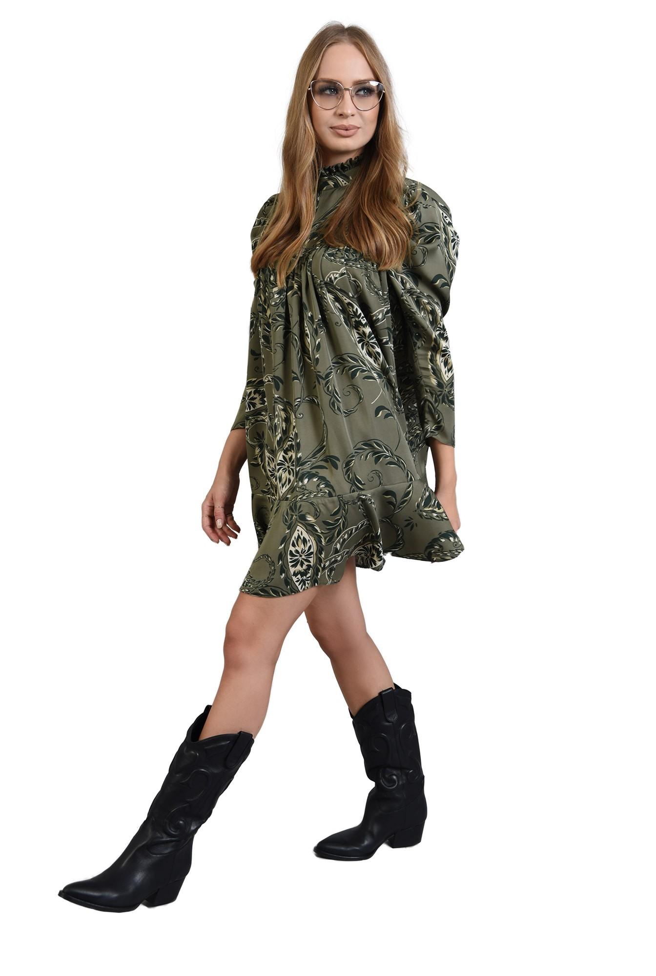 rochie mini cu imprimeu, cu guler inalt
