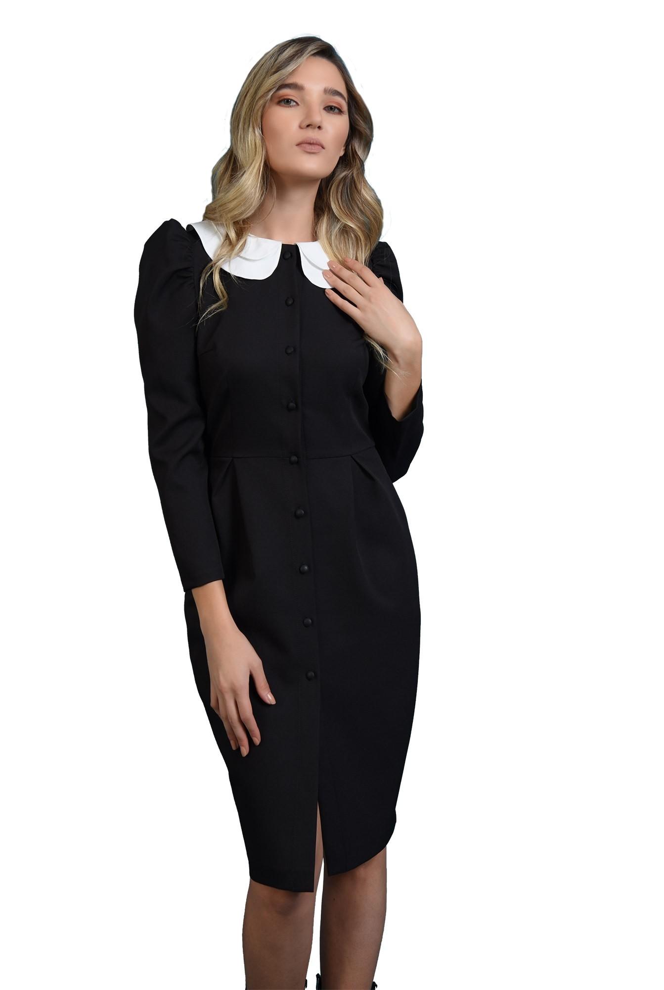 rochie neagra, cu guler detasabil, cu umeri accentuati