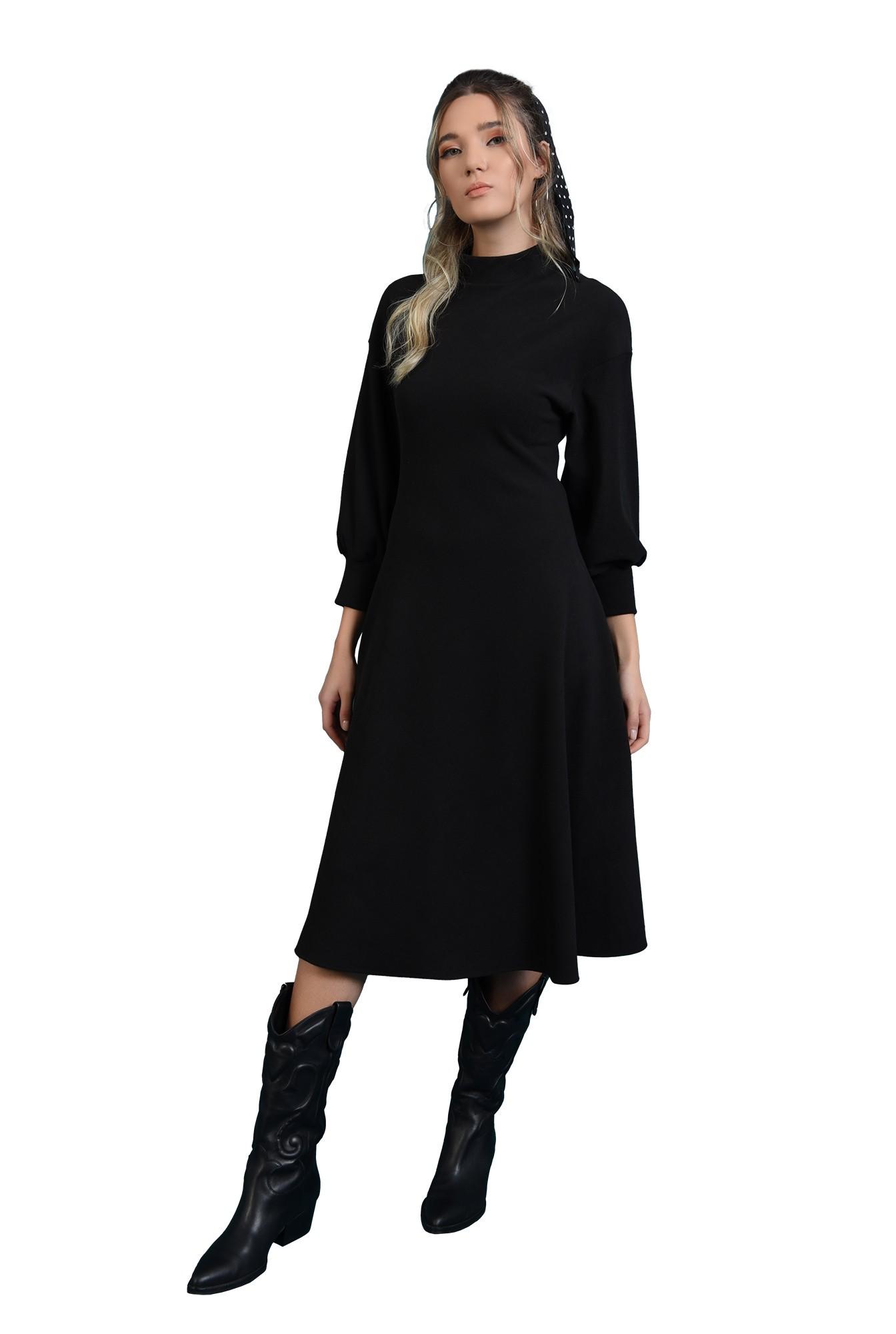 rochie midi, neagra, pe bie, cu maneca larga, cu guler