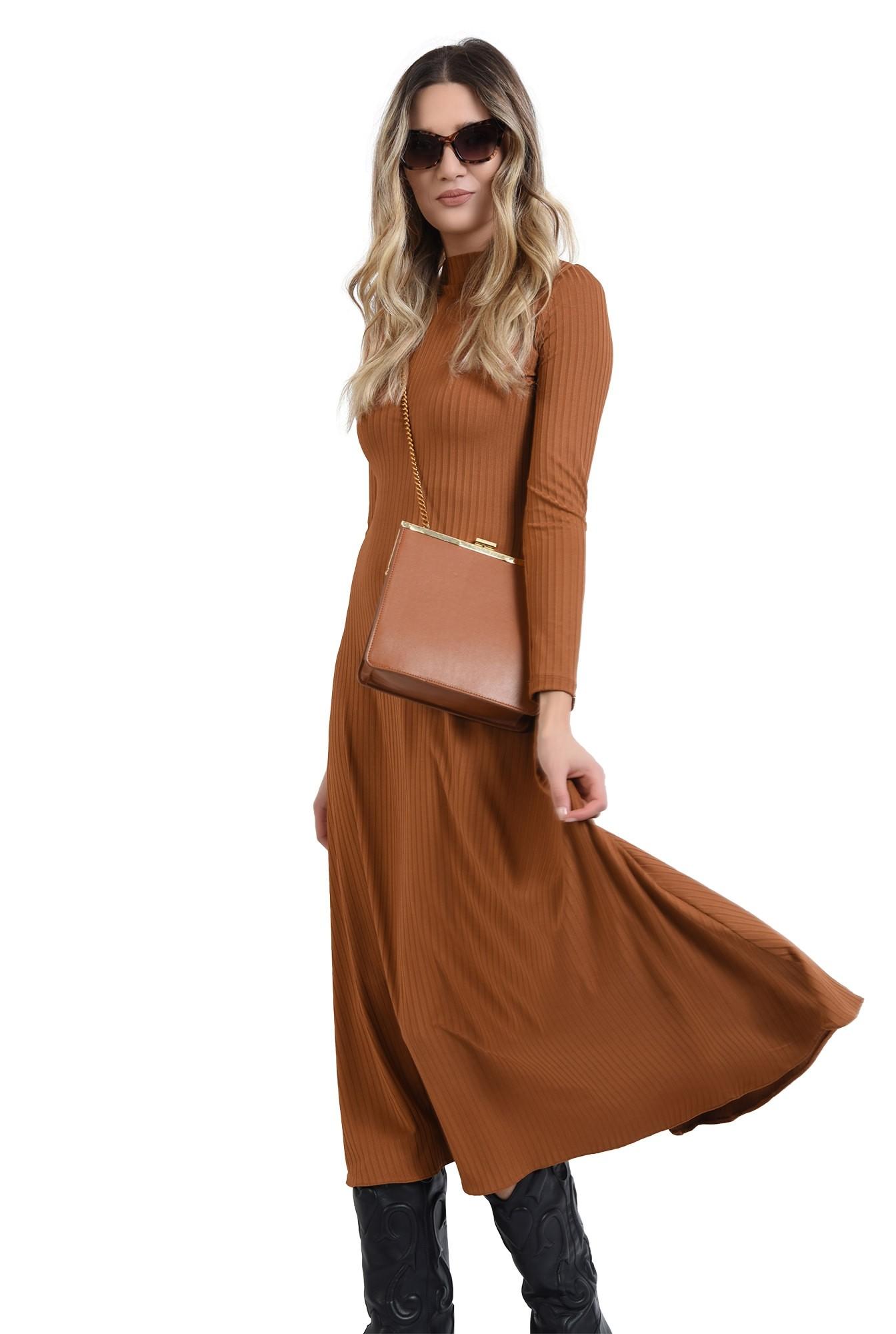 rochie camel, evazata, cu maneca lunga