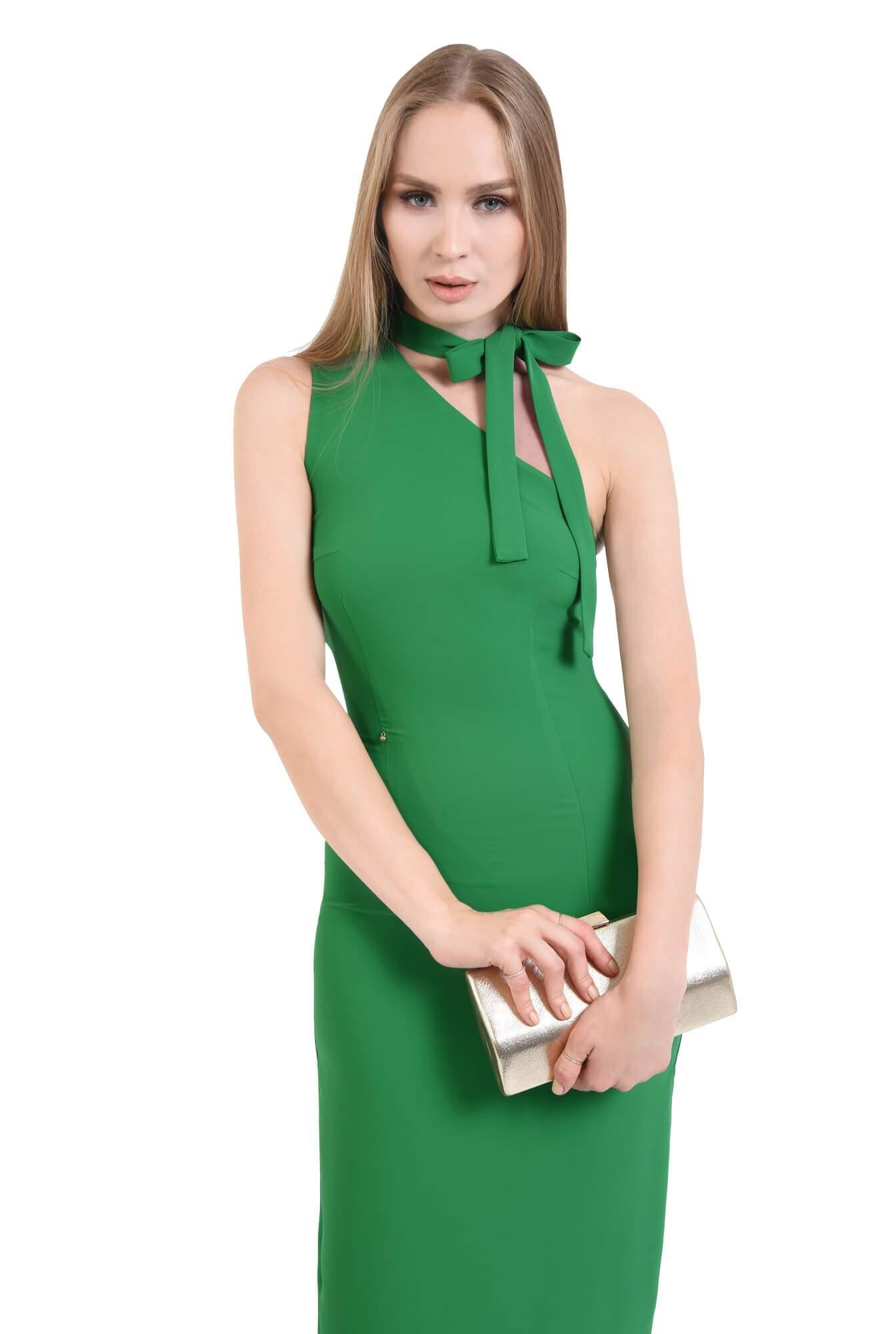 Rochie verde, eleganta, cu umar gol