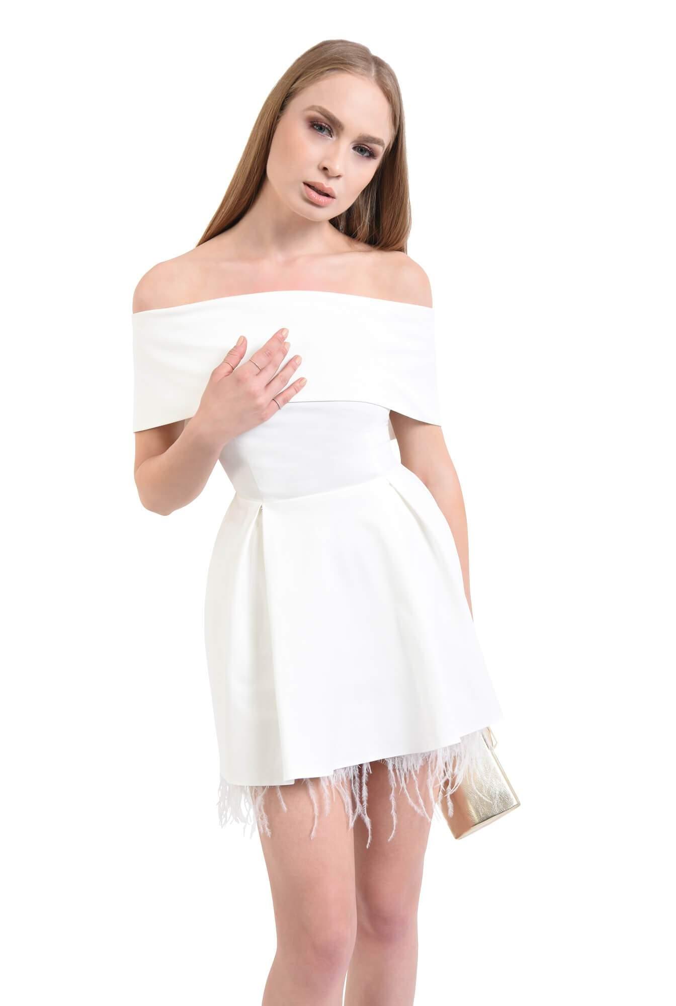 Rochie eleganta cu pene de strut si pliuri