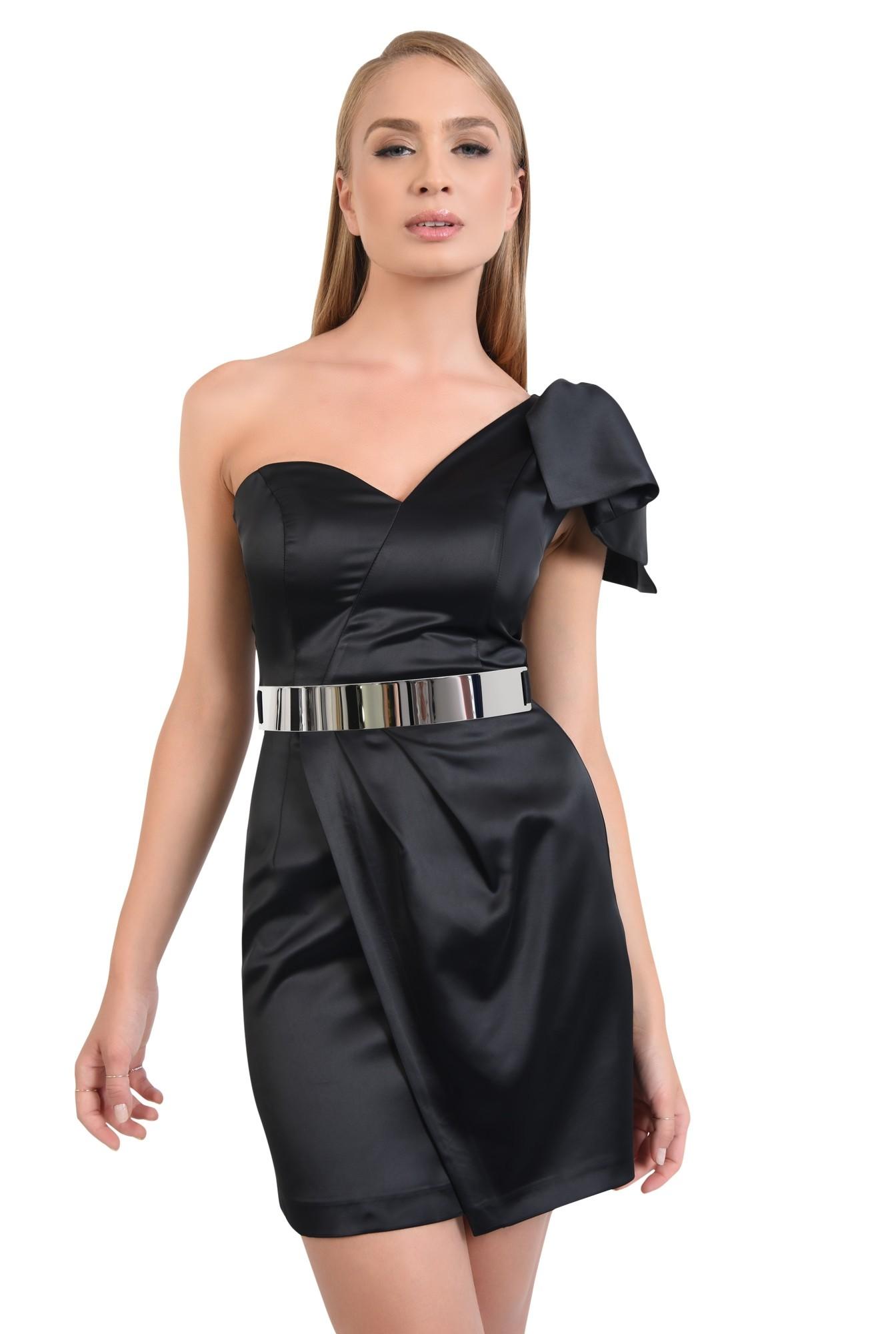 rochie eleganta, mini, satin, centura metalica, decolteu