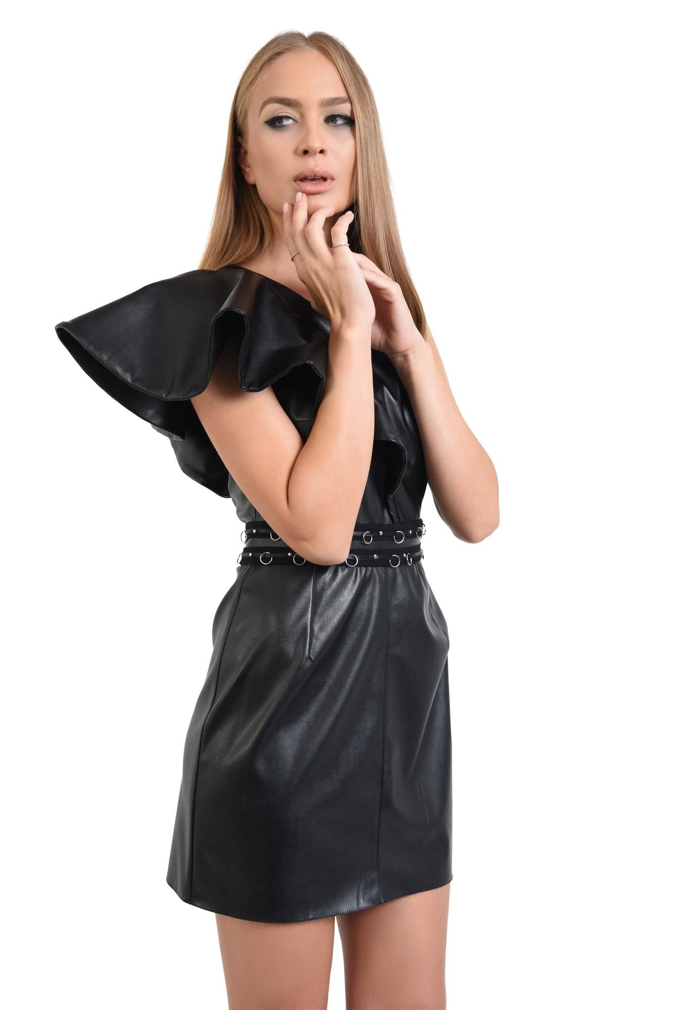 rochie neagra, piele ecologica, volan supradimensionat, decolteu asimetric
