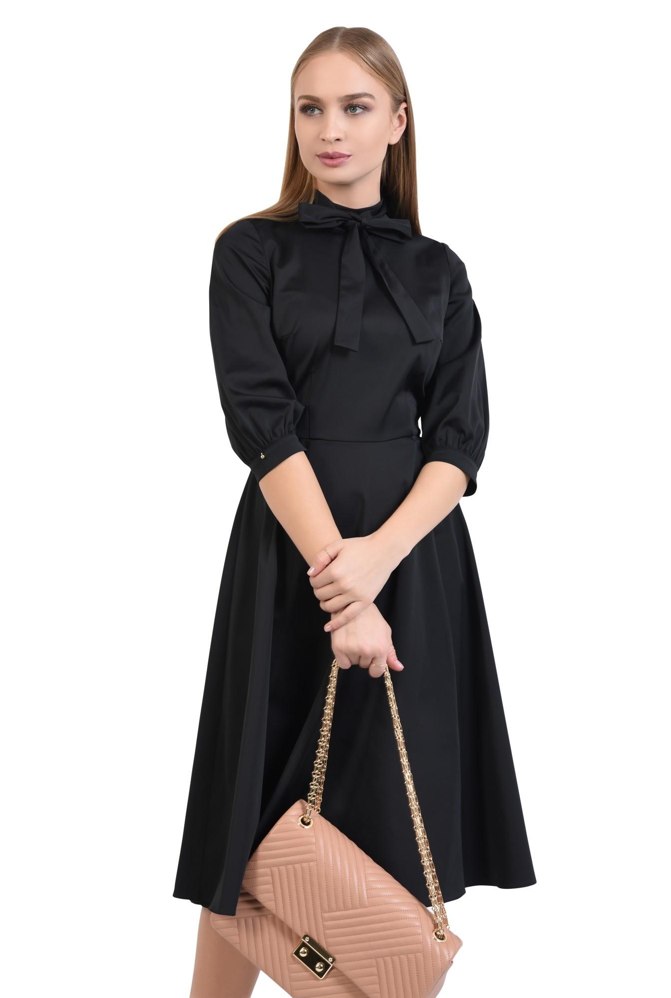rochie neagra, clos, guler cu funda, cusatura in talie