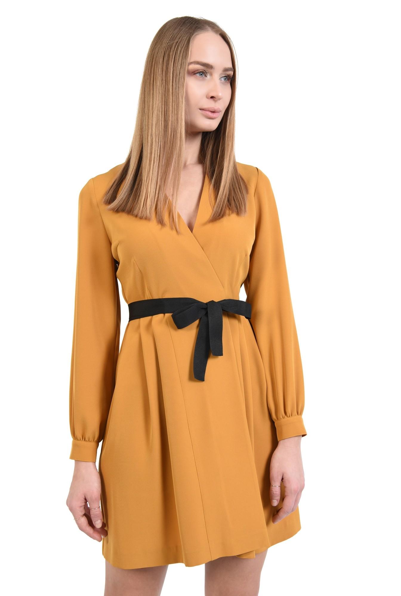 rochie mustar, anchior petrecut, maneci lungi cu manseta, croi parte peste parte