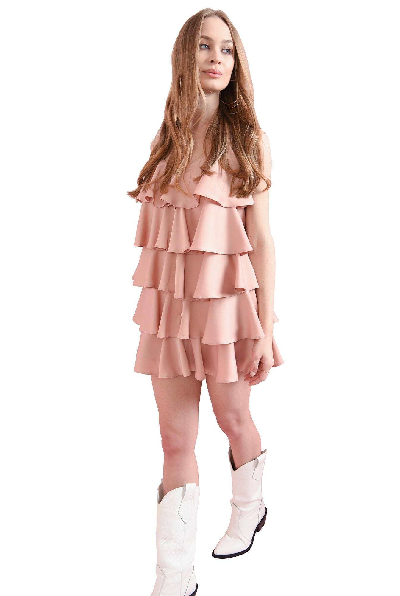 rochie roz pastel, cu volane suprapuse