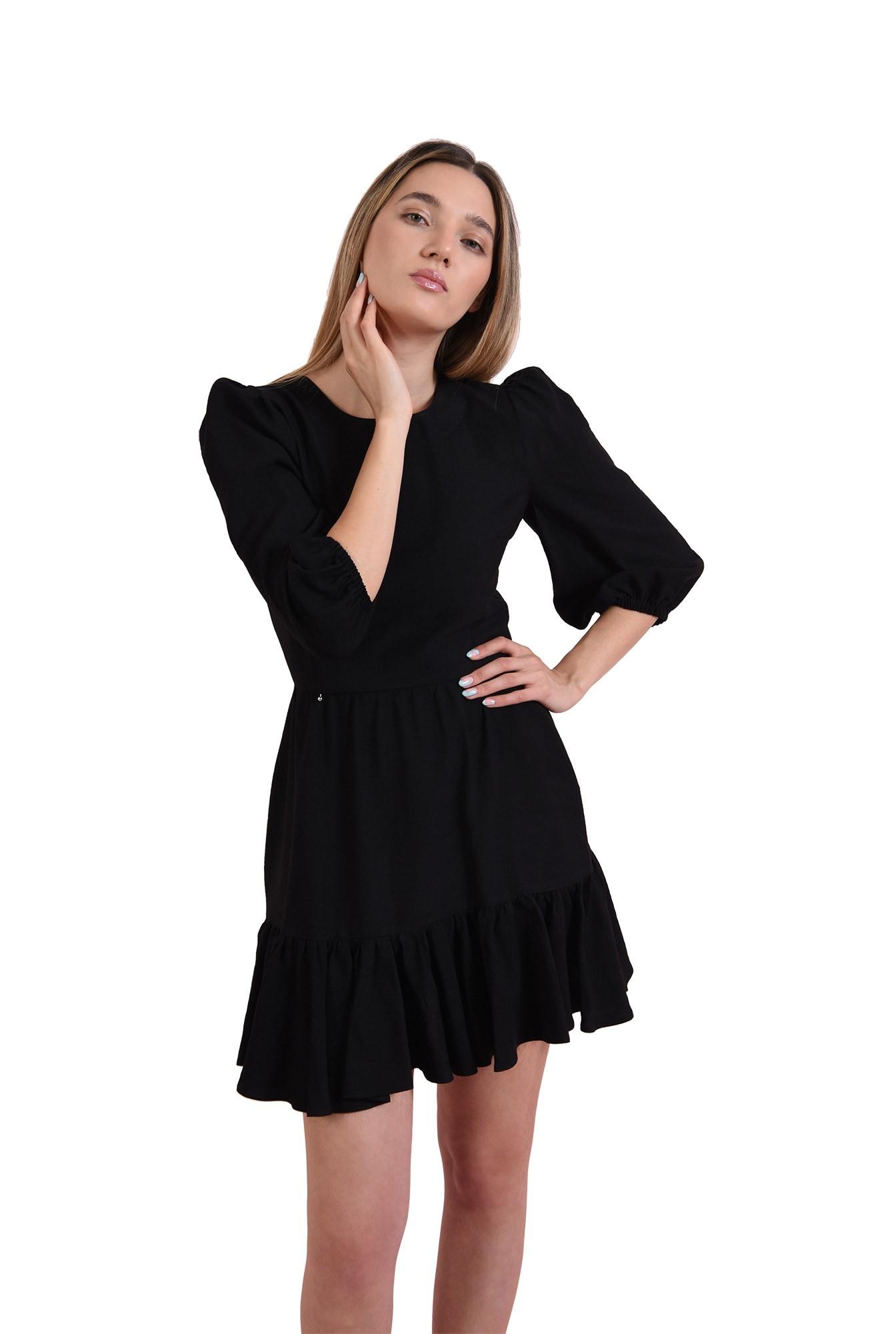 rochie mini, neagra, cu maneca lunga