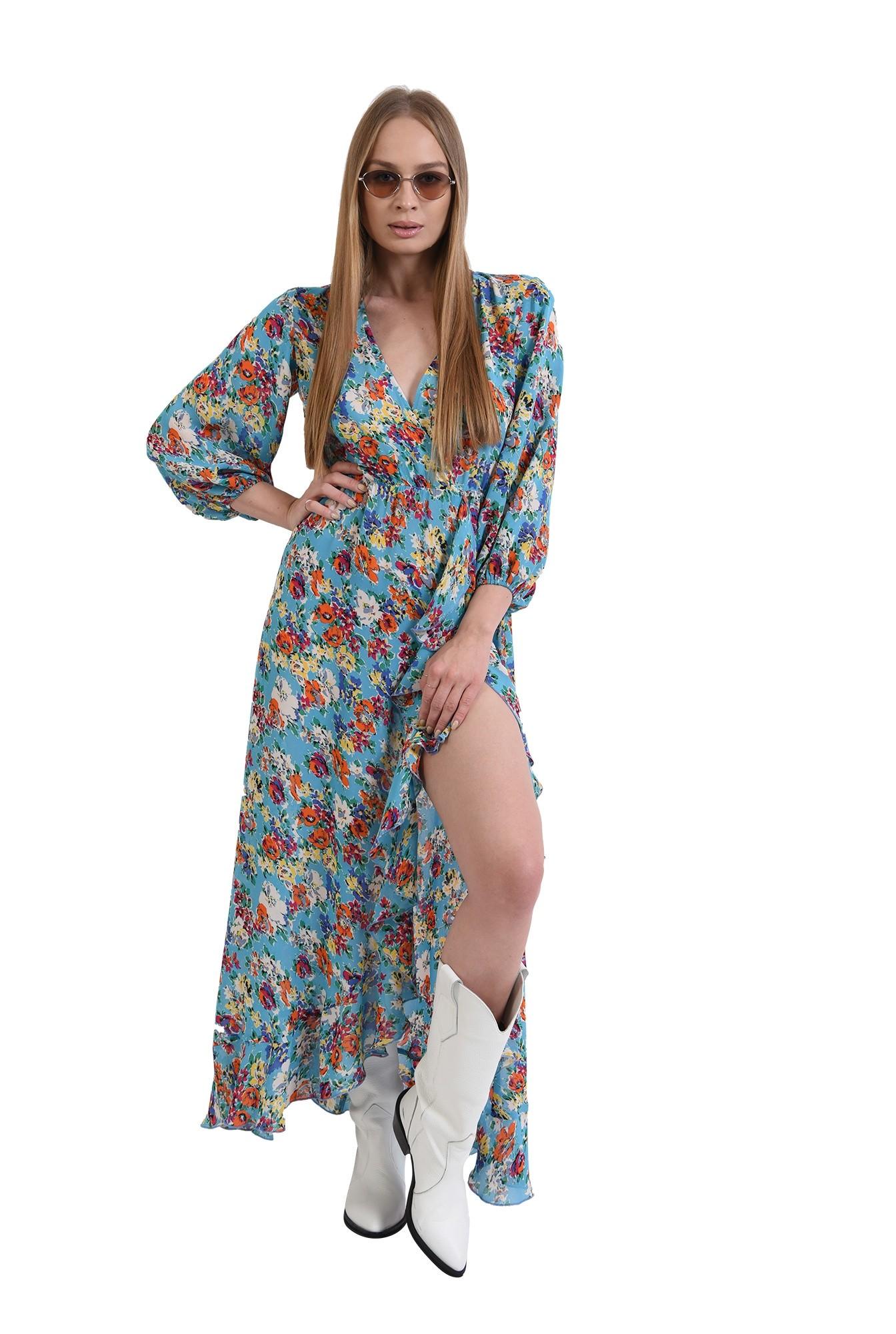 rochie cu motive florale, cu maneca voluminoasa