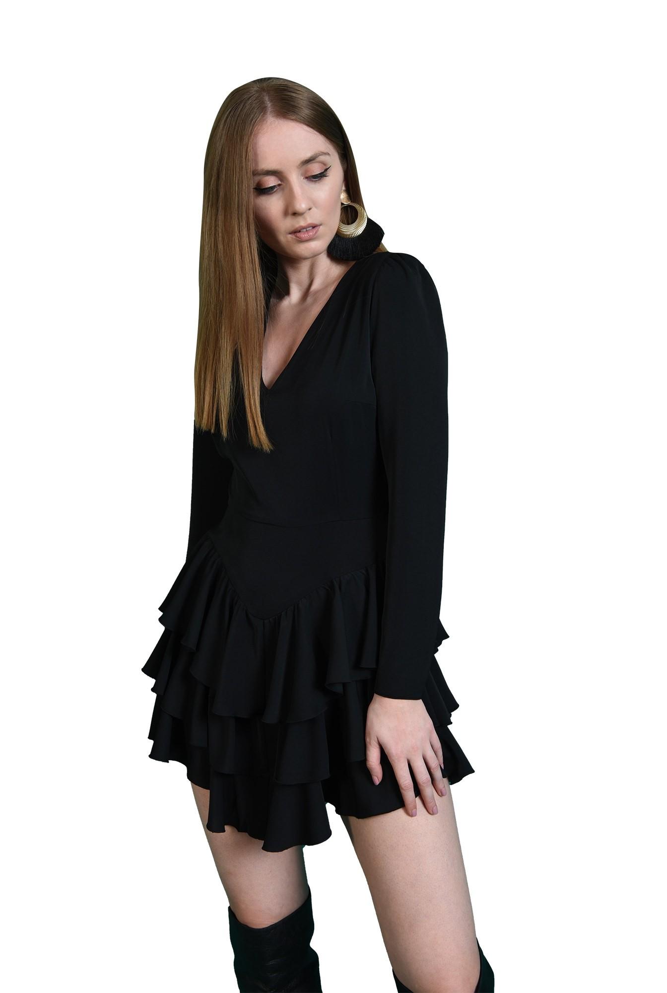 rochie scurta, neagra, cu decolteu in V