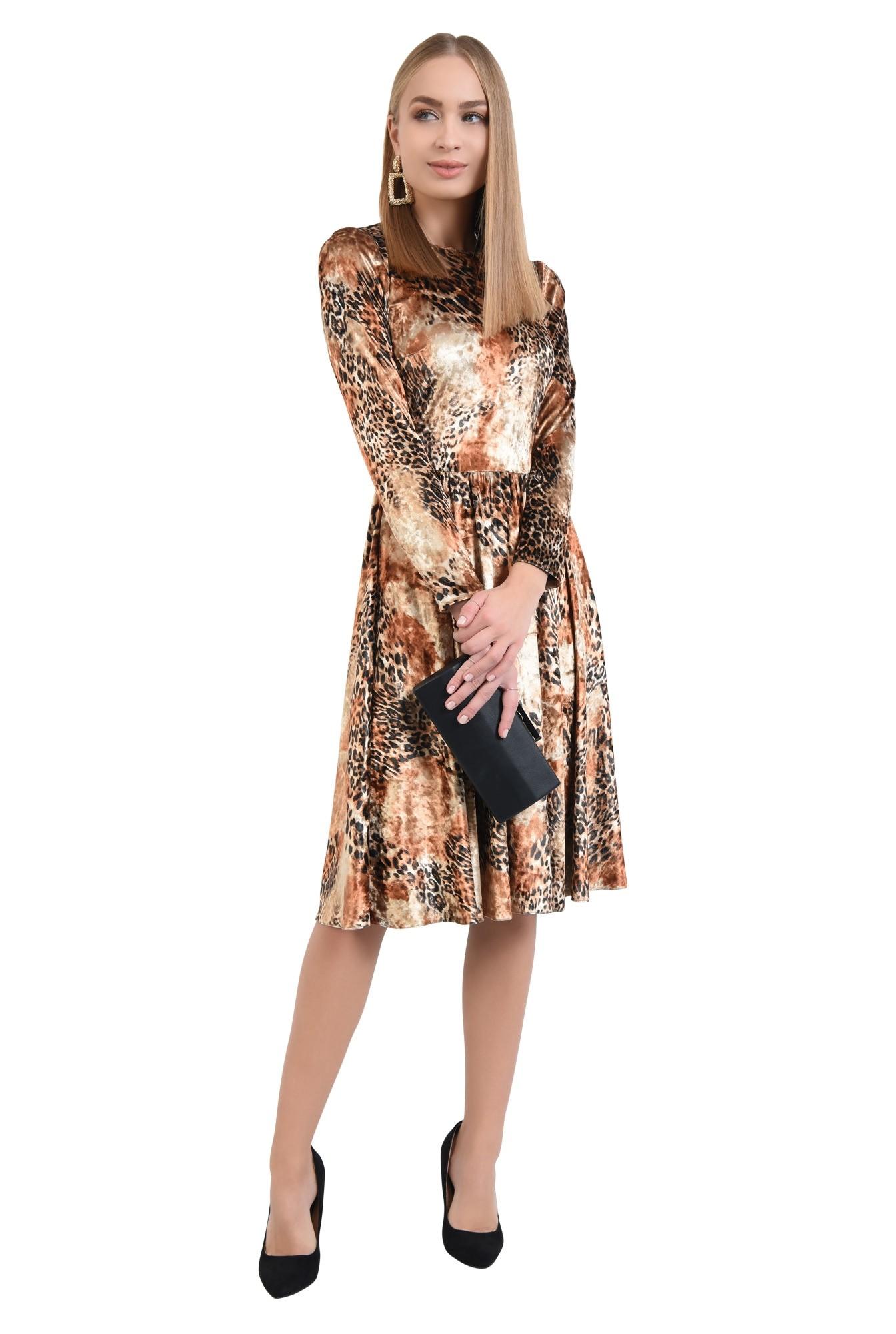rochie eleganta, evazata, catifea imprimata, cusatura in talie, rascroiala rotunda la gat