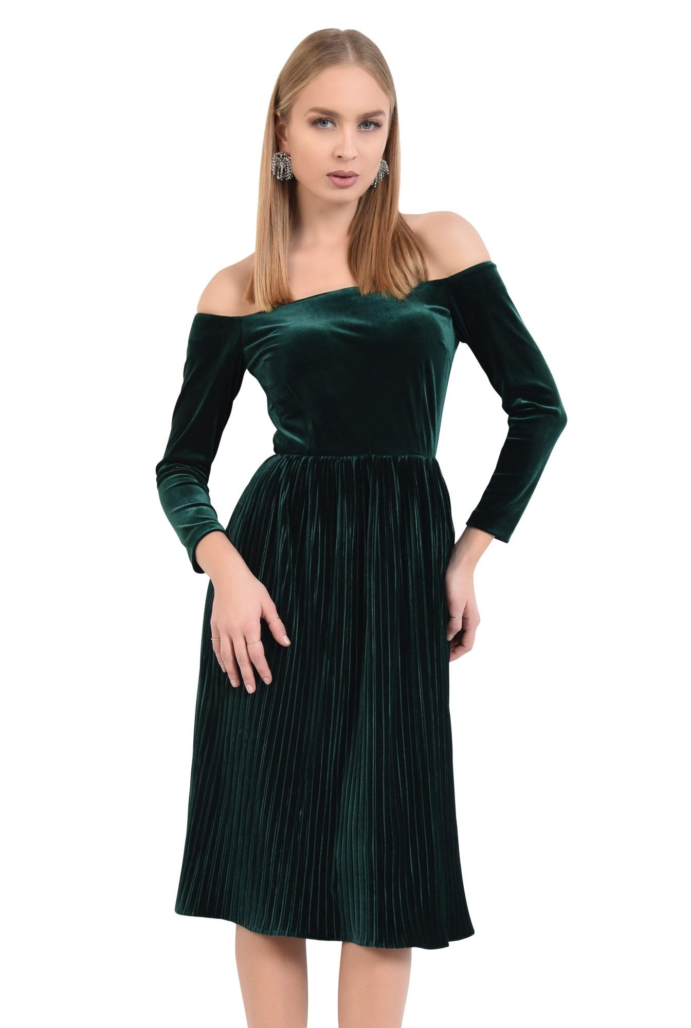 rochie de seara, cu umeri goi, catifea plisata, croi evazat