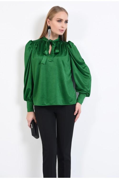 bluza verde, tesatura satinata, maneci bufante cu manseta