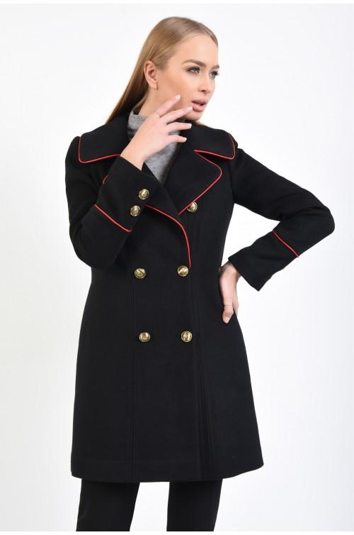 palton negru, insertii rosii, nasturi aurii, revere late
