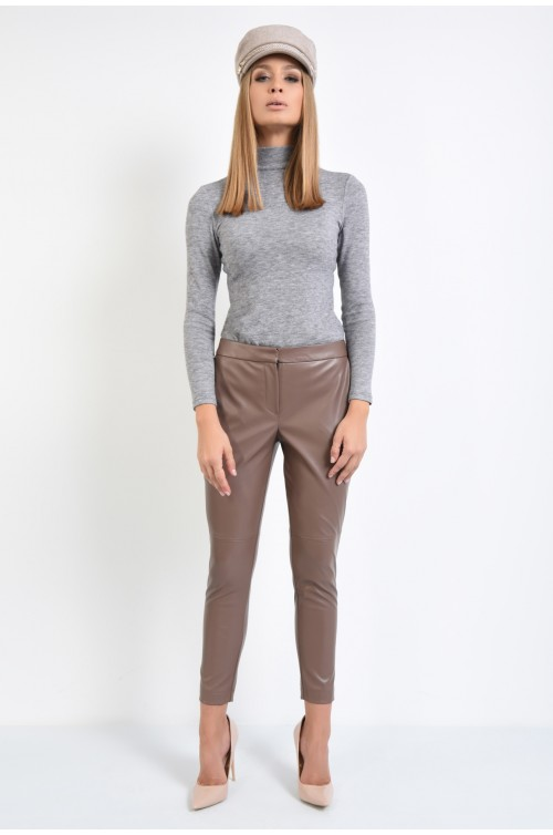 360 - pantaloni conici, piele ecologica, maro, marsala