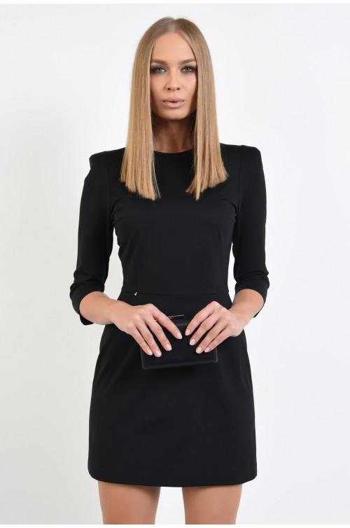 rochie eleganta, neagra, umeri accentuati, decolteu la baza gatului